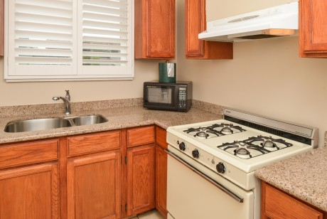 Pacific Shores Inn - Kitchen
