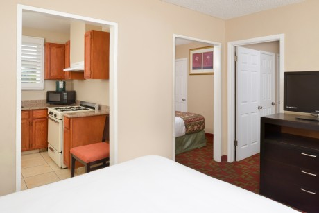 Pacific Shores Inn - Guest Room with Kitchen