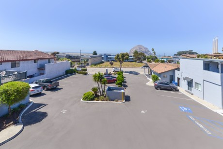 Pacific Shores Inn - Parking